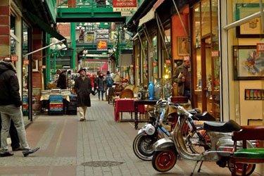 Il Mercato delle pulci di St-Ouen a Parigi