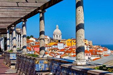 Il Miradouro de Santa Luzia a Lisbona