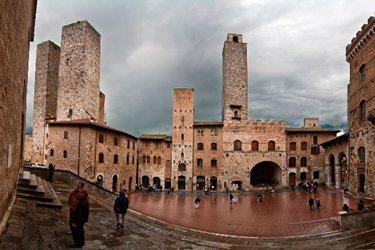 Piazza del Duomo a San Gimignano