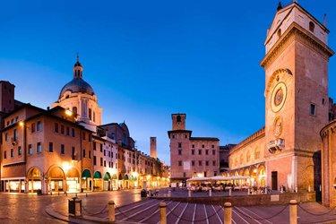 Piazza delle Erbe a Mantova