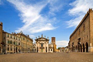 Piazza Sordello e Duomo di Mantova