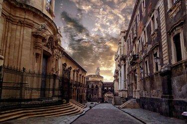 Via dei Crociferi a Catania