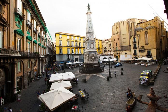 Chiesa e Piazza San Domenico Maggiore a Napoli