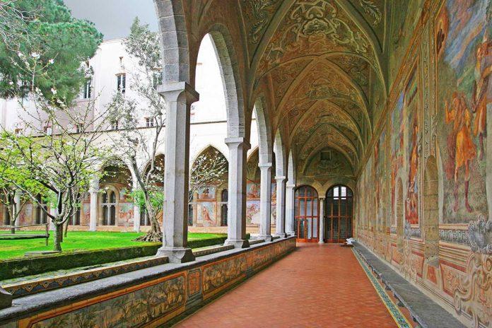 Il Chiostro di Santa Chiara a Napoli