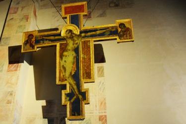 La Sagrestia con il Crocifisso di Cimabue