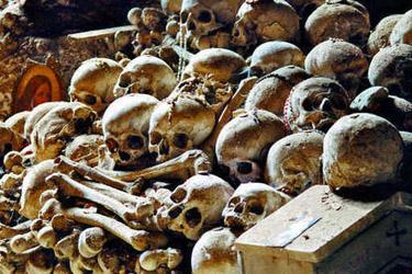 Il cimitero dei poveri di Napoli