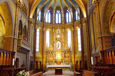 L'interno della Chiesa di Mattia a Budapest