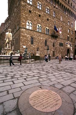 Il punto dove fu giustiziato il Savonarola