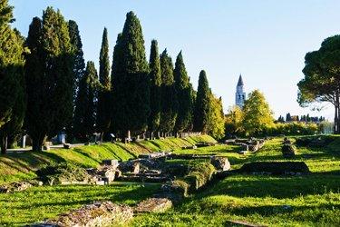 La via sacra e il porto fluviale di Aquileia