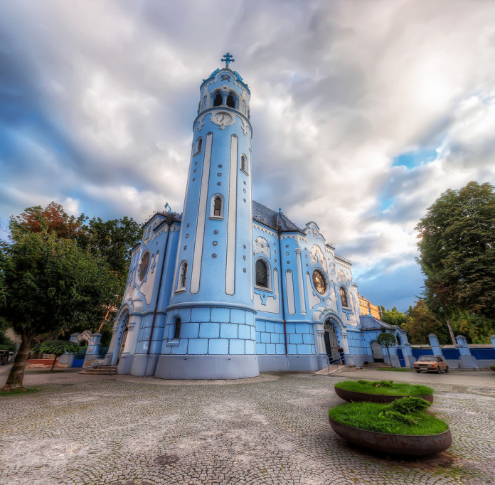 La Chiesa di Santa Elisabetta o Chiesa Blu a Bratislava