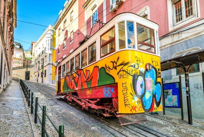 Come muoversi a Lisbona in tram, autobus, funicolare, taxi e ascensori