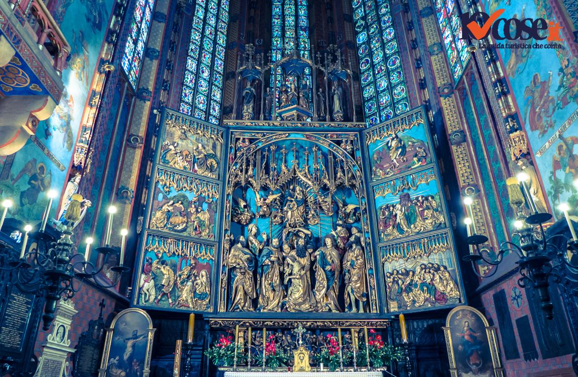 L'interno della Basilica di Santa Maria a Cracovia.