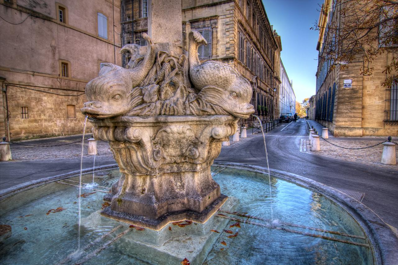 La Fontana dei Quattro Delfini nel Quartiere Mazzarino