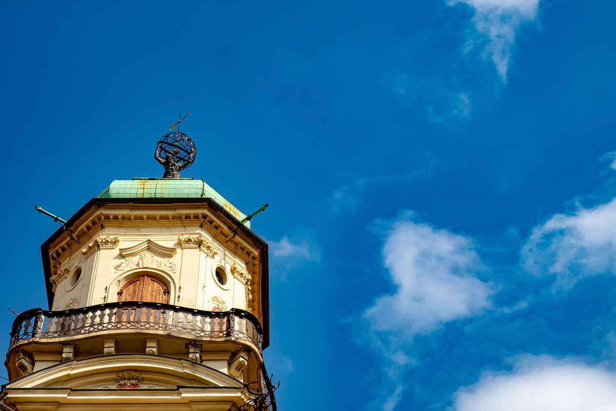 L'Atlante che regge il mondo sulla torre del Klementinum