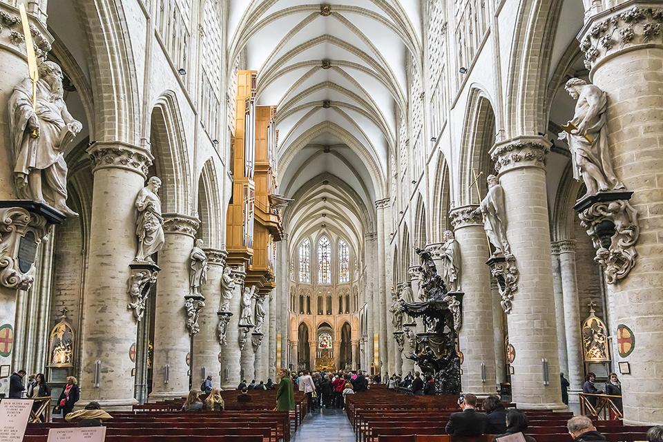 Interno della Cattedrale di San Michele e Santa Gudula a Bruxelles