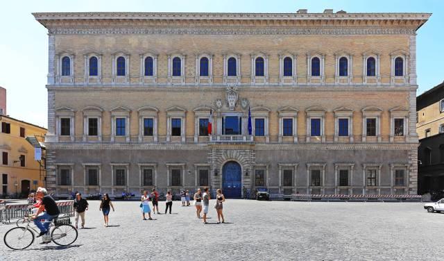 La facciata di Palazzo Farnese