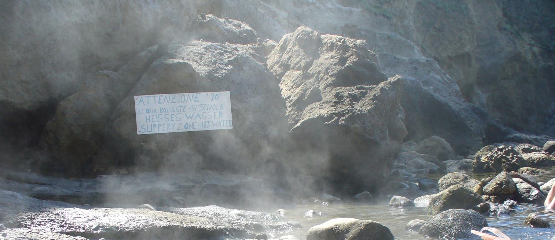 Le fumarole della Baia di Sorgeto