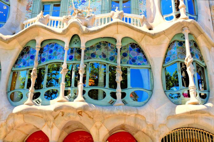 Casa batll barcellona - Art nouveau architecture de barcelone revisitee ...