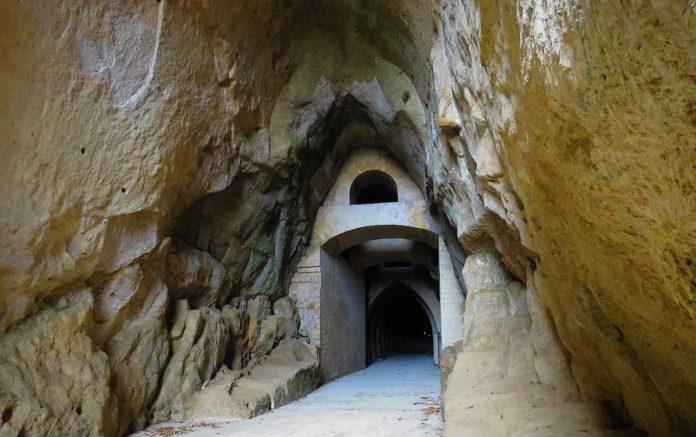 La Crypta Neapolitana