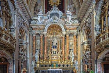 Chiesa e piazza del Gesù a Napoli