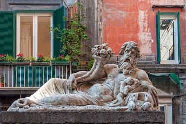 Piazzetta Nilo a Spaccanapoli