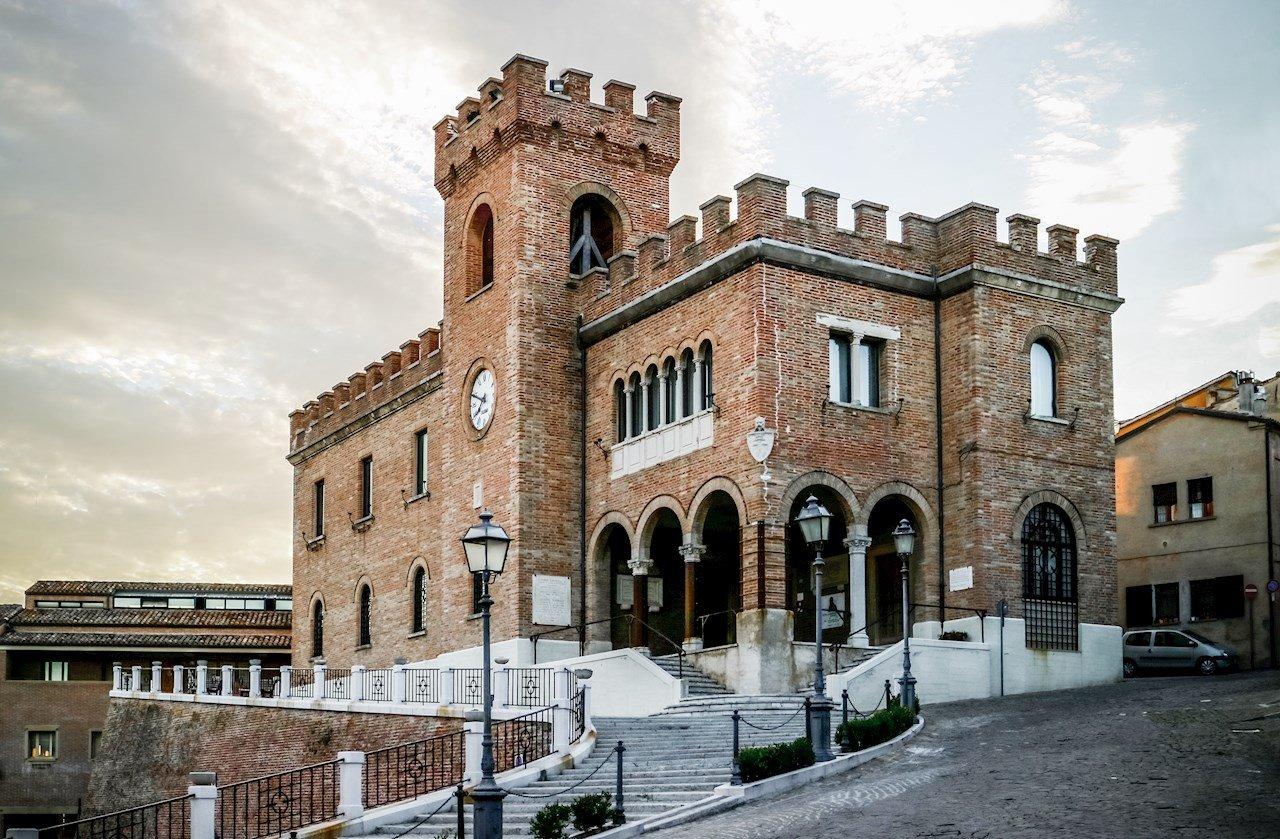 Il Palazzo Comunale e la Torre Civica