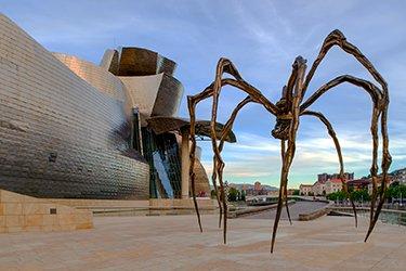 Il Museo Guggenheim è l'icona inconfondibile della città di Bilbao