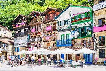 Pasai Donibane è un piccolo villaggio di pescatori