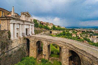 Porta San Giacomo e un tratto delle mura veneziane