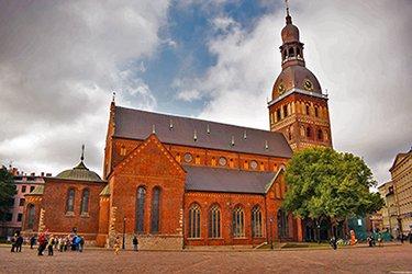 Il Duomo e la piazza di Riga