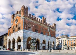 Piacenza Piazza Cavalli