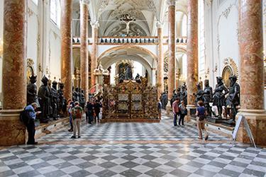 La Hofkirche, Chiesa di Corte