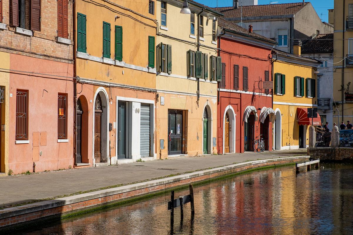 Case colorate a Comacchio