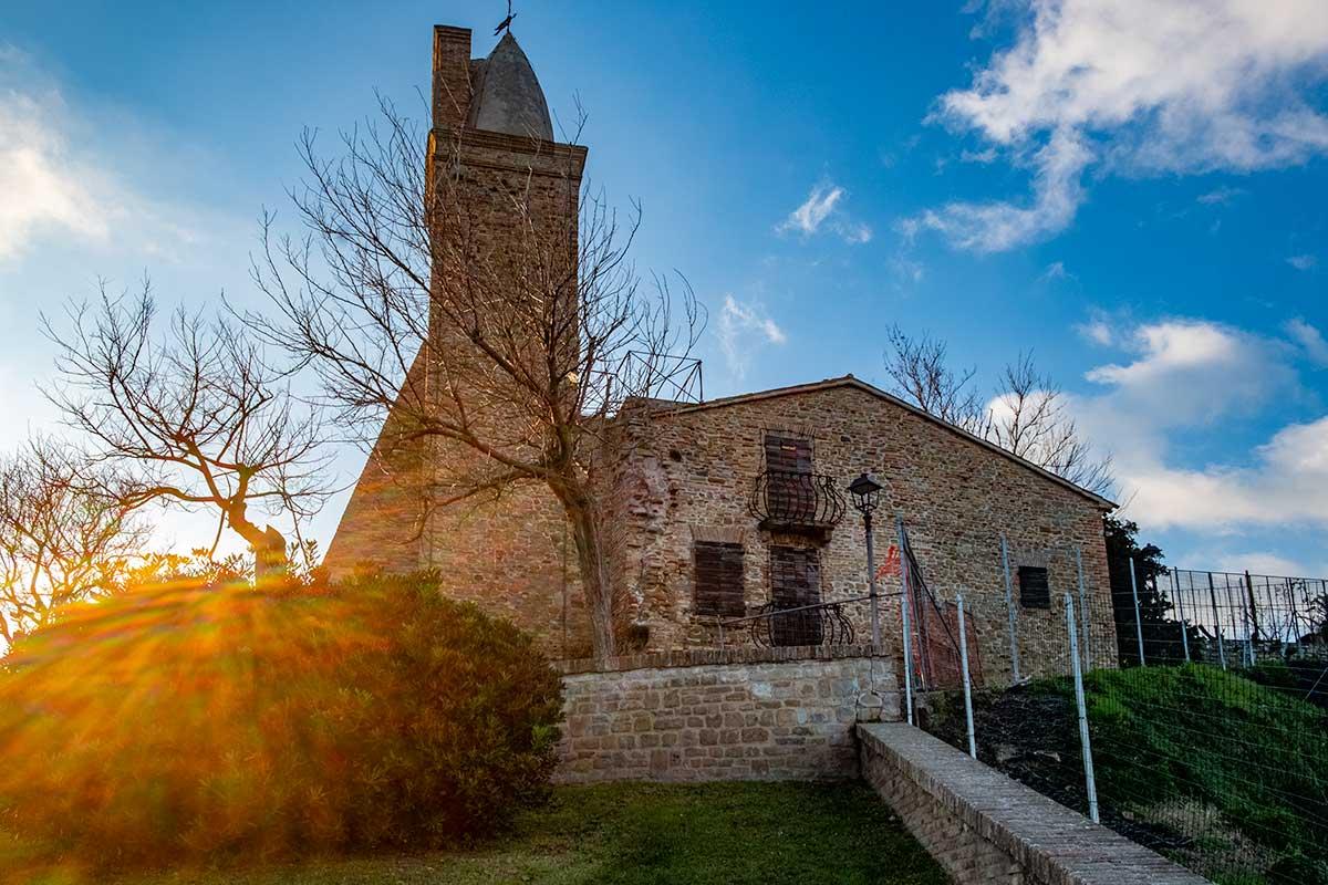 La chiesa di Sant'Andrea a Fiorenzuola di Focara
