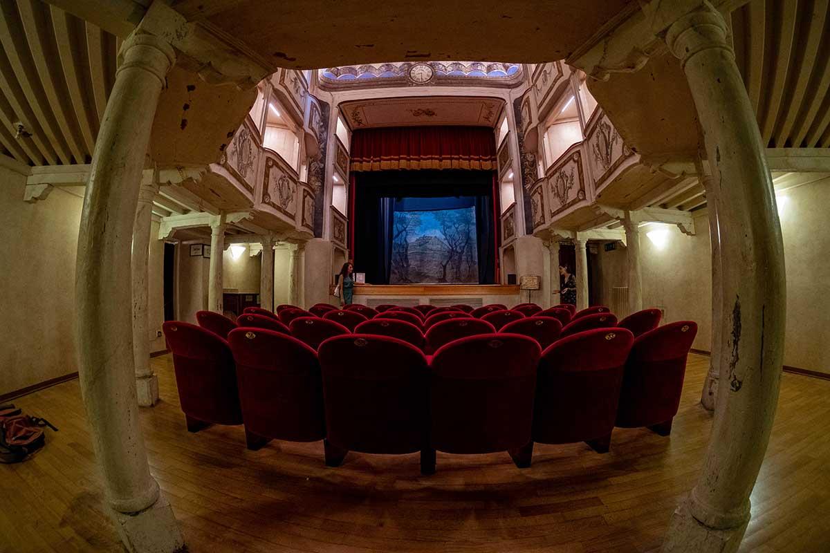 L'interno del Teatro della Concordia a Monte Castello di Vibio