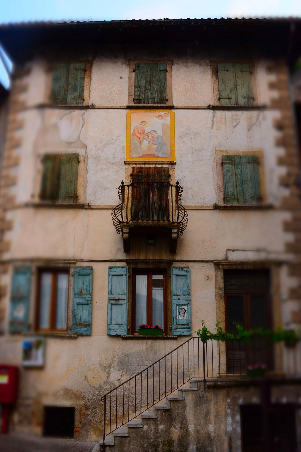 Il centro storico di Limone sul Garda
