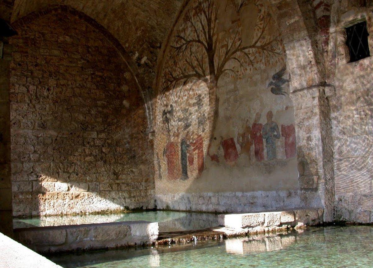 Le Fonti con il murales dell'Albero dell'Abbondanza
