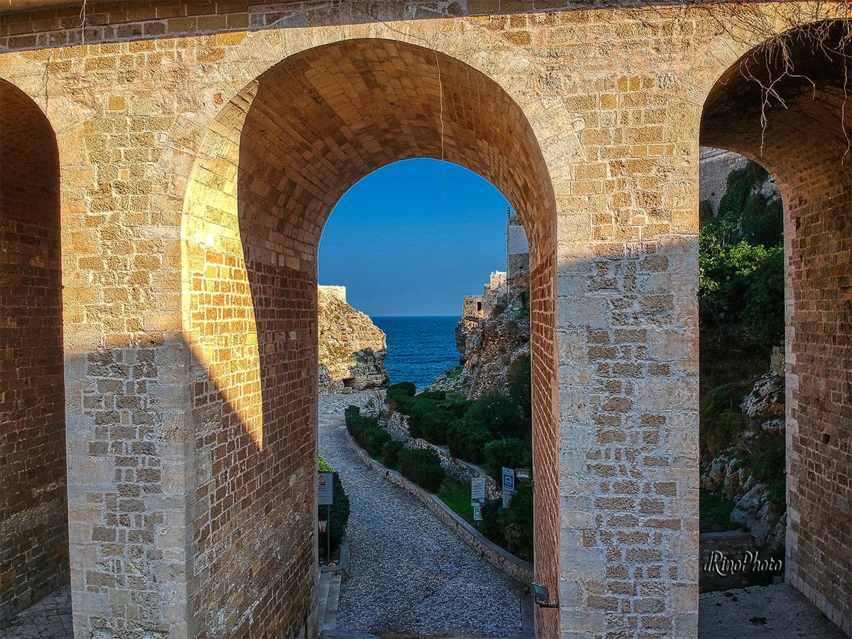 Il Ponte Borbonico di Polignano a Mare © copyright Rino Peluso