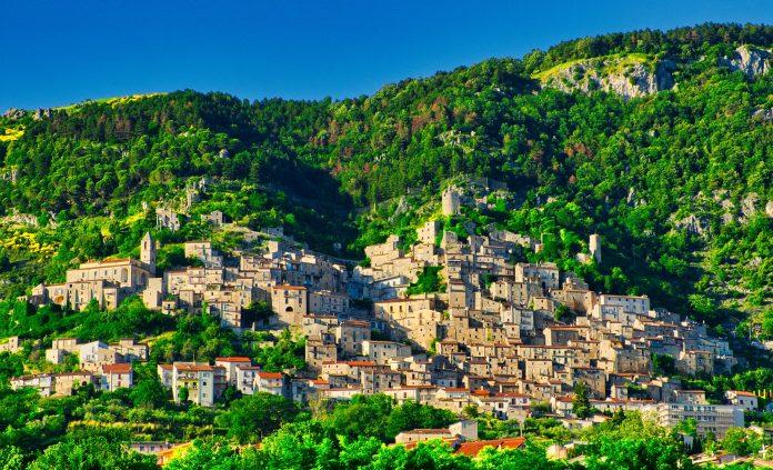 Il borgo di Pesche