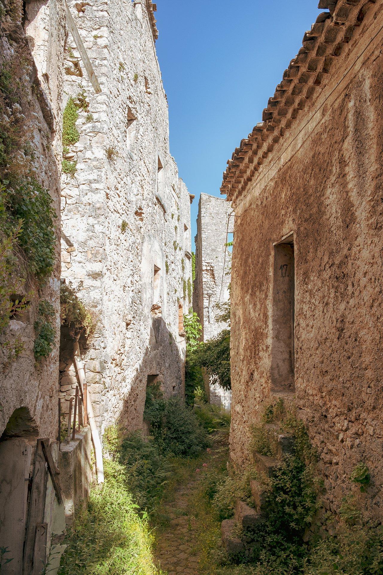 Un palazzo abbandonato a Pesche