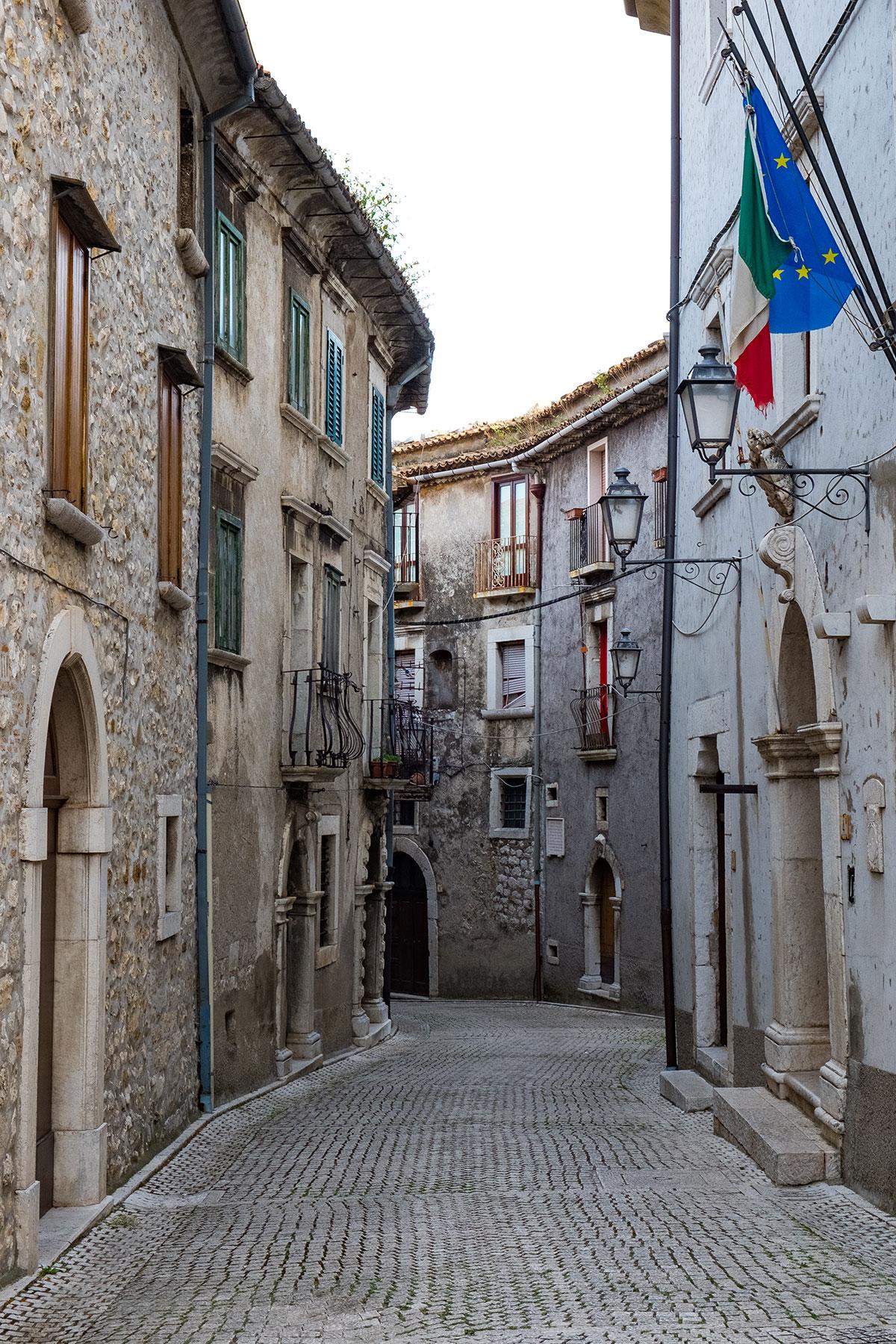 Un vicolo del centro storico di Cusano Mutri