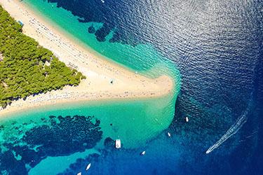 La spiaggia Zlatni Rat (il Corno d'Oro) a Brac