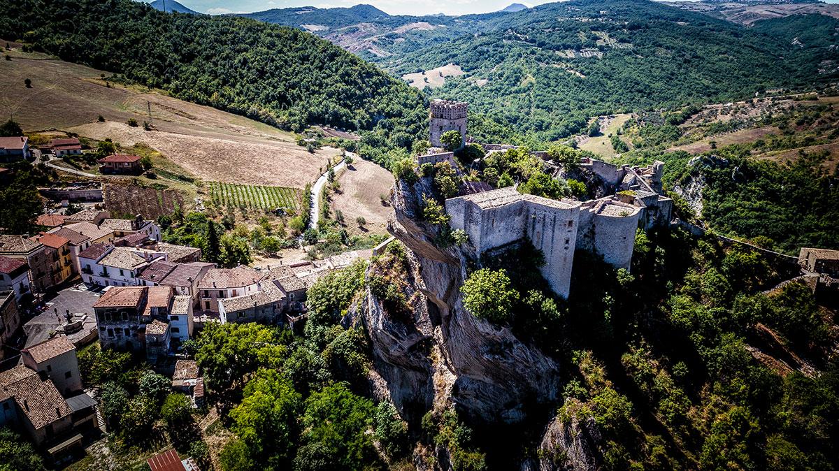 Il borgo di Roccascalegna dall'alto