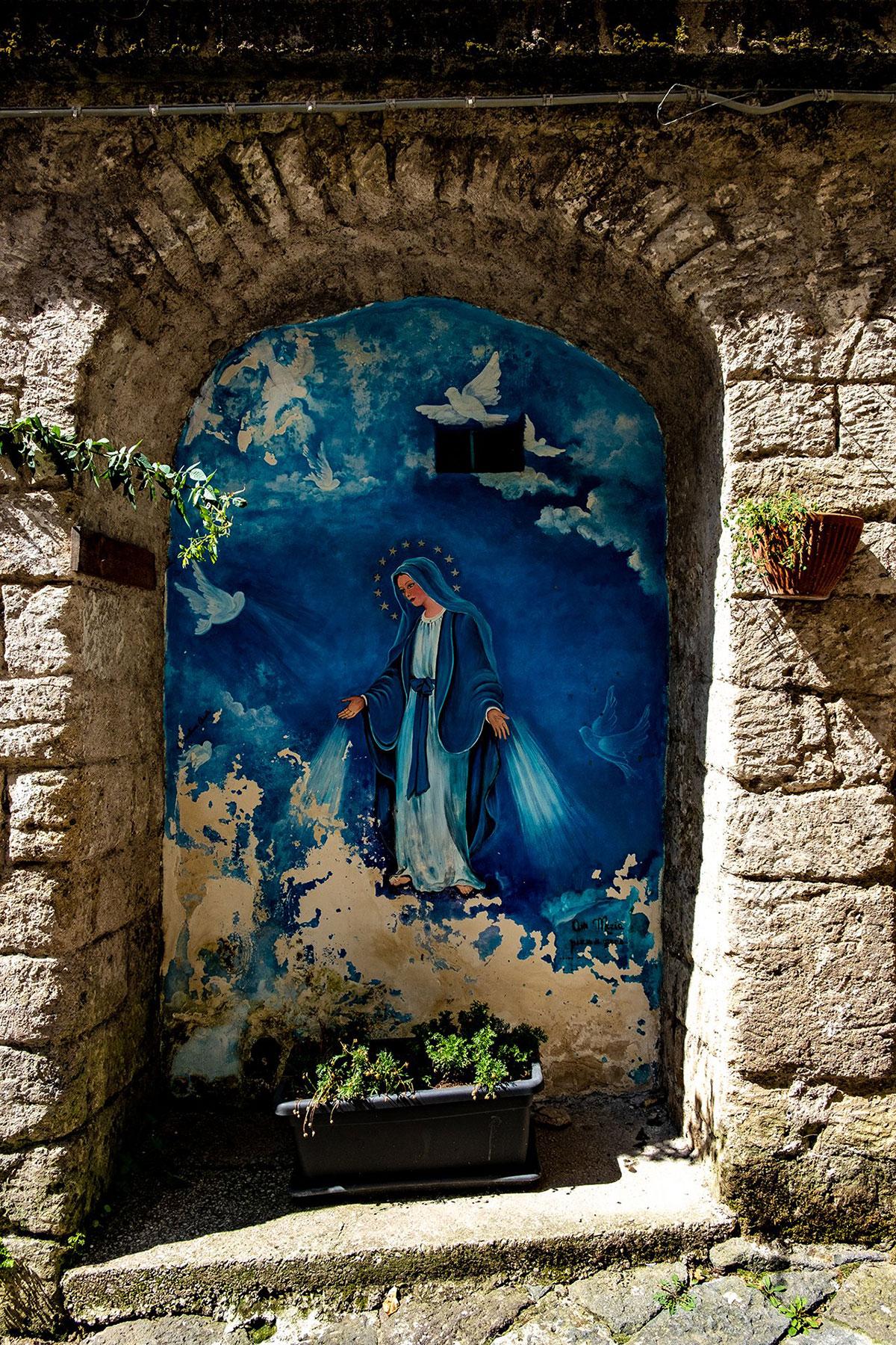 Il murales della Madonna